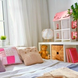 decorate and organize a small kids bedroom